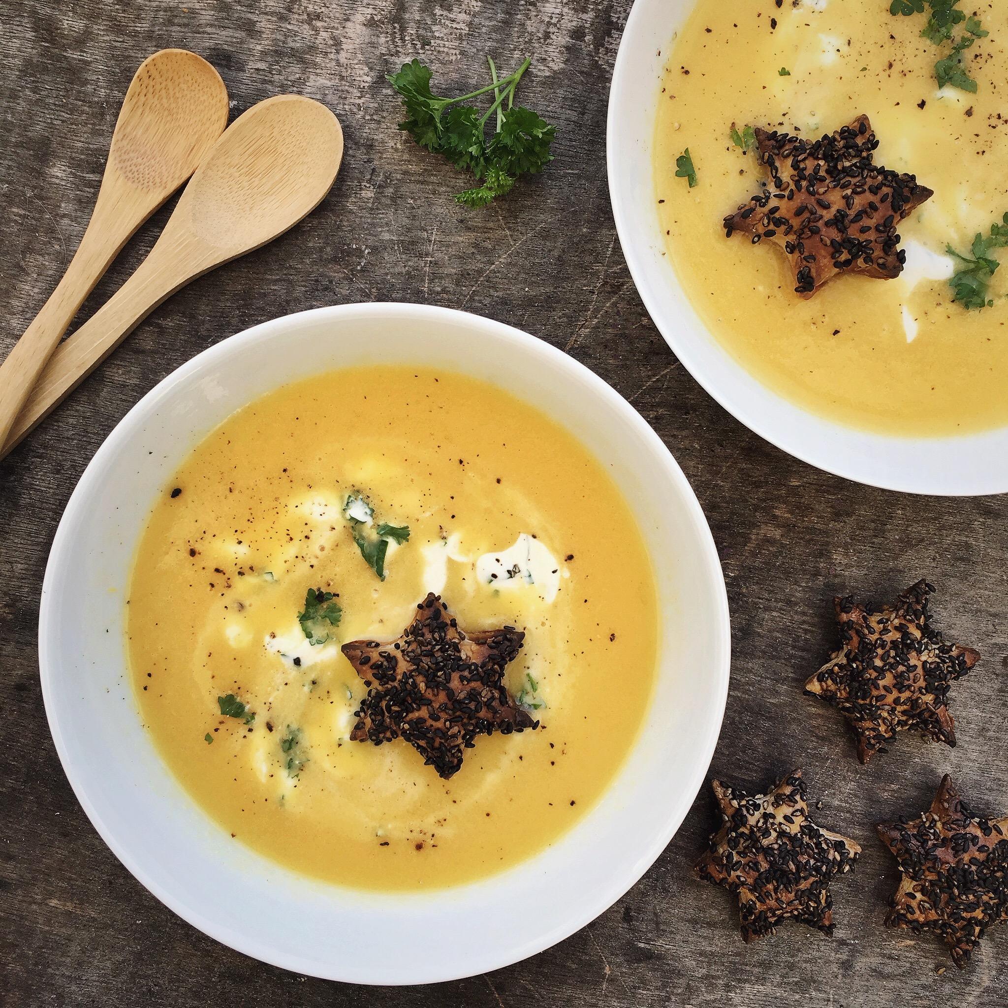 Gele paprika soep met sesam sterren