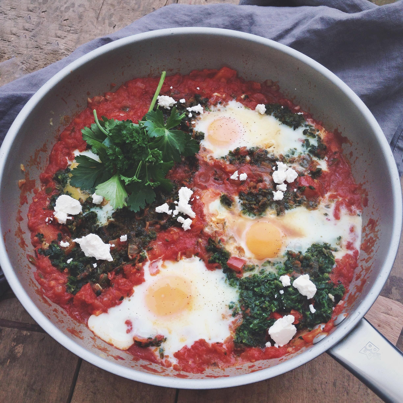 Shakshuka met spinazie en harissa