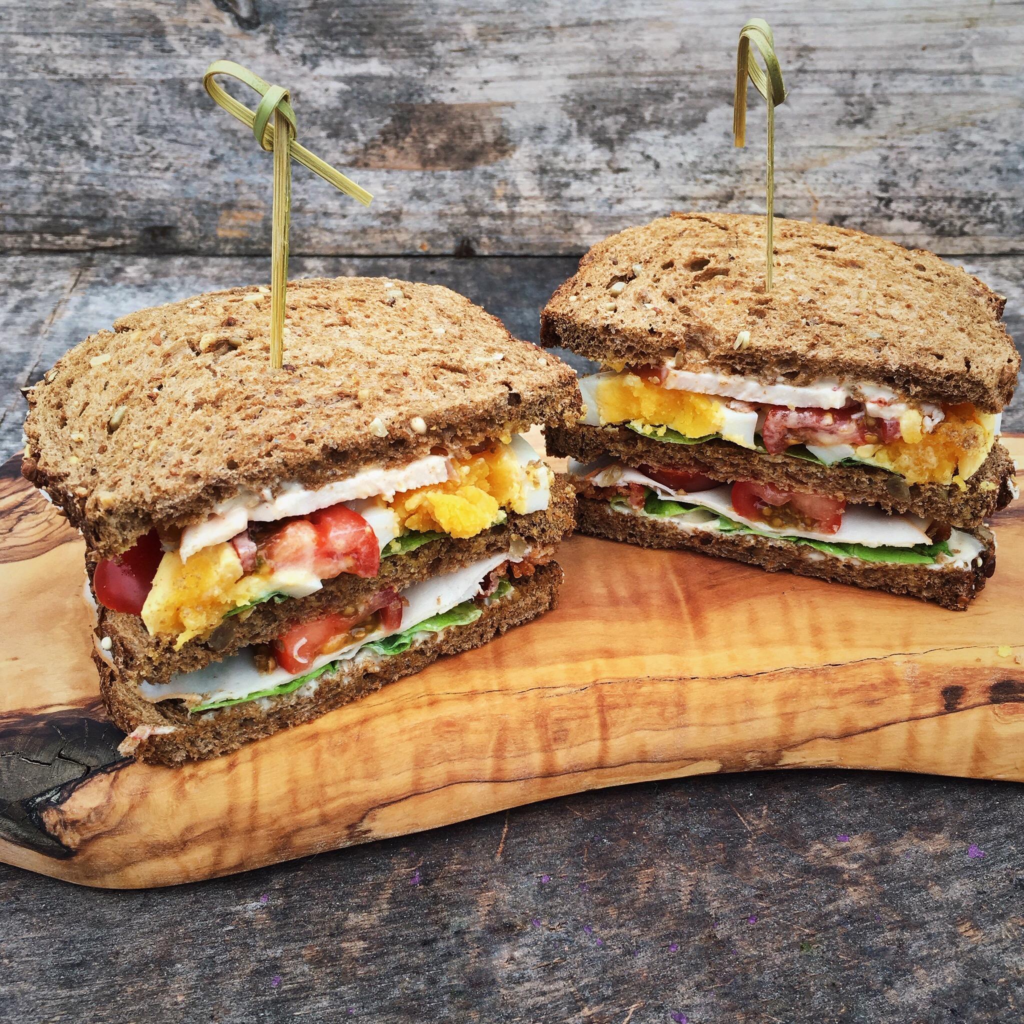 Club sandwich met 2 soorten kip en bacon