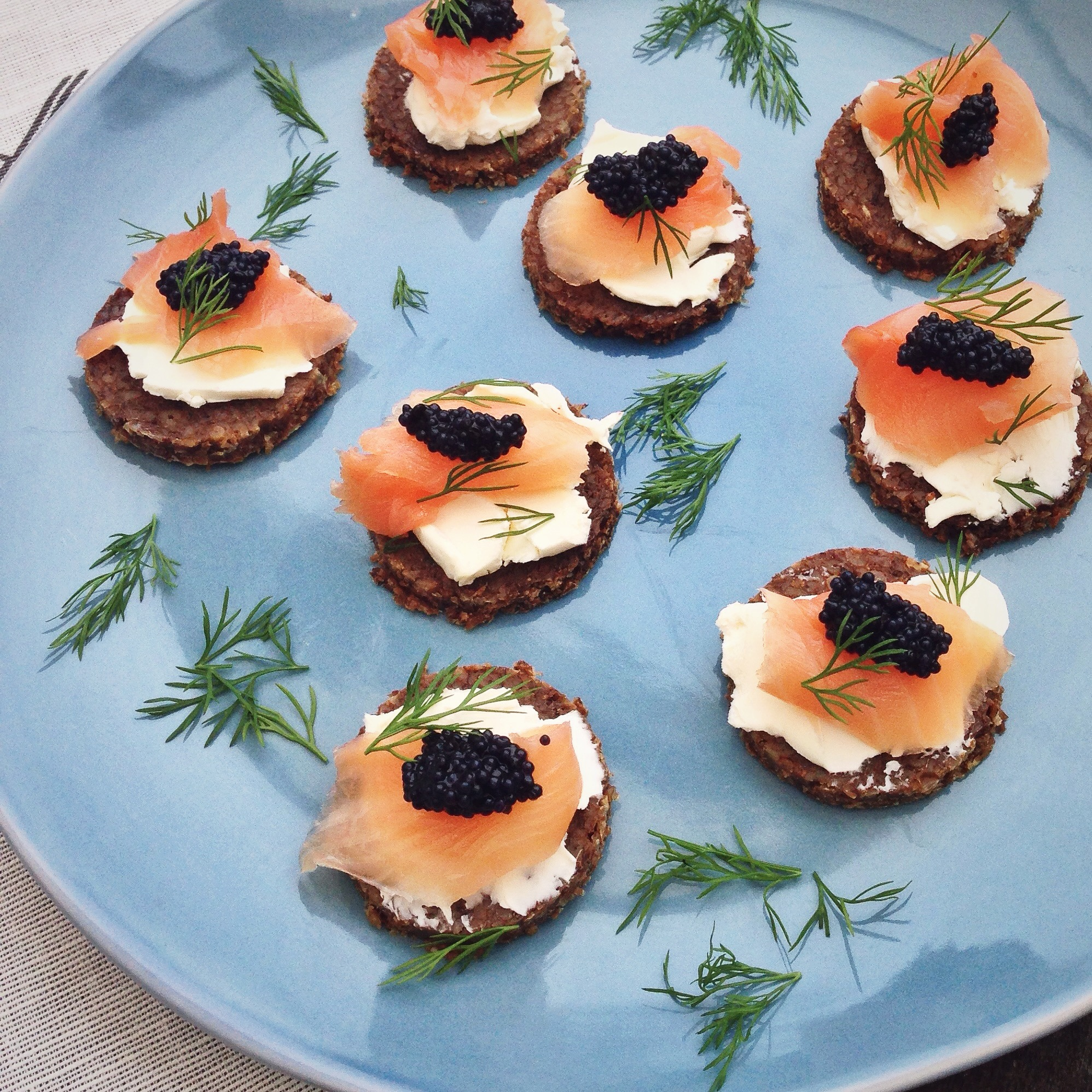 Roggebrood met zalm en roomkaas, by Cookingdom