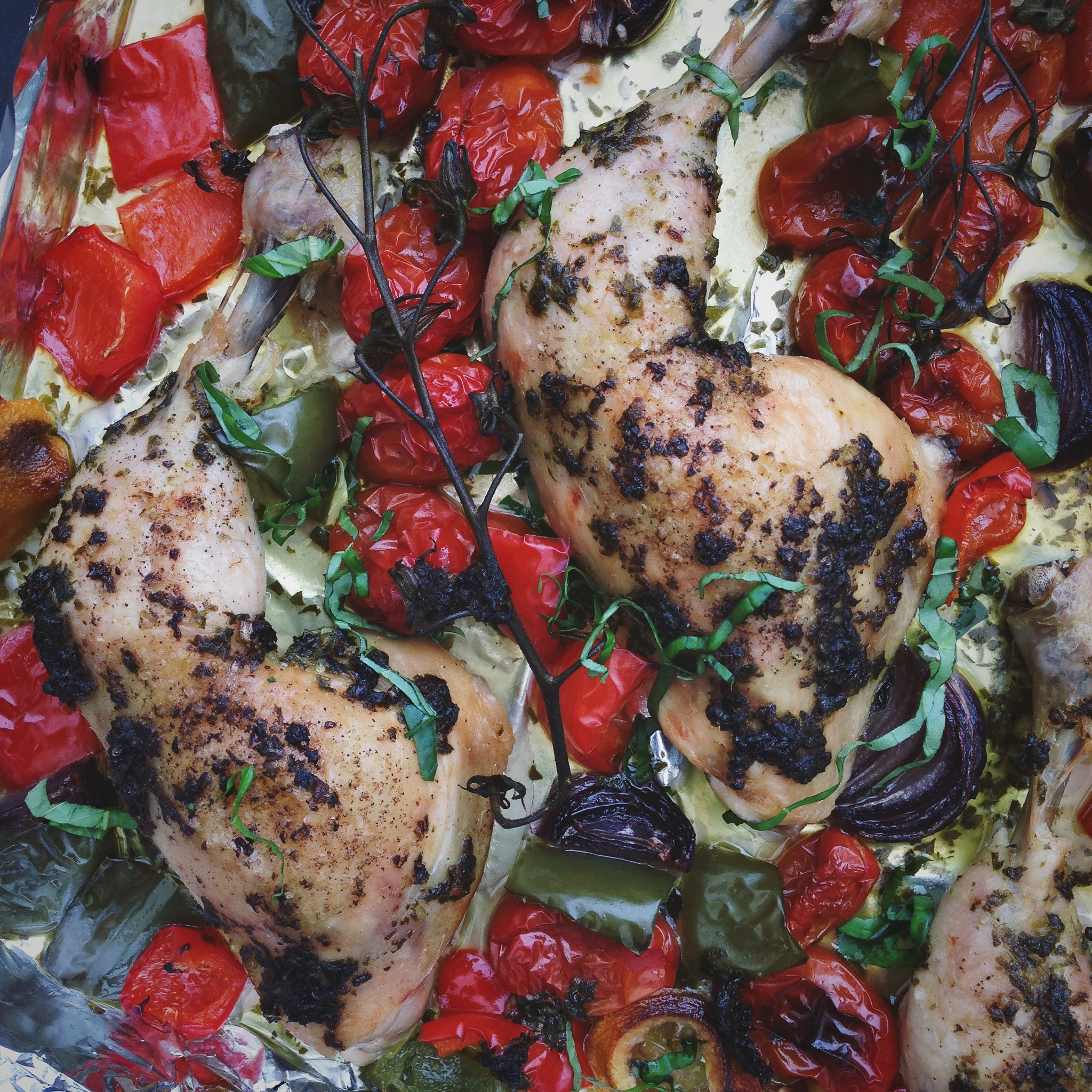Geroosterde kip met Italiaanse kruiden en tomaten