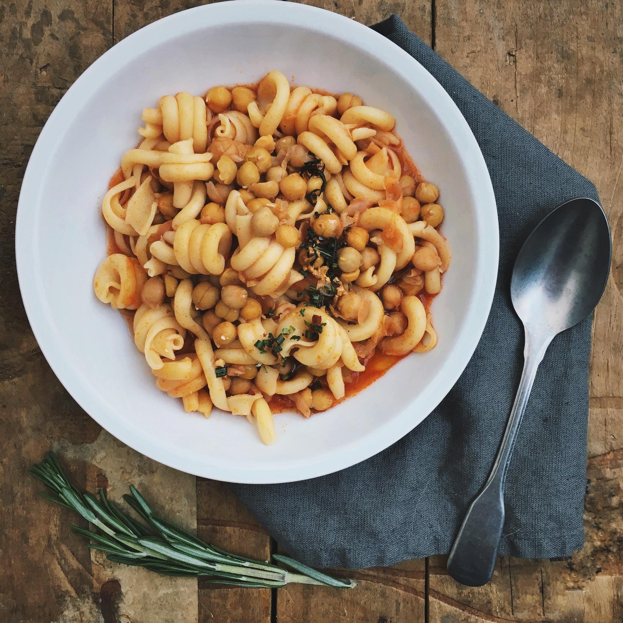 Pasta met kikkererwten en rozemarijn olie