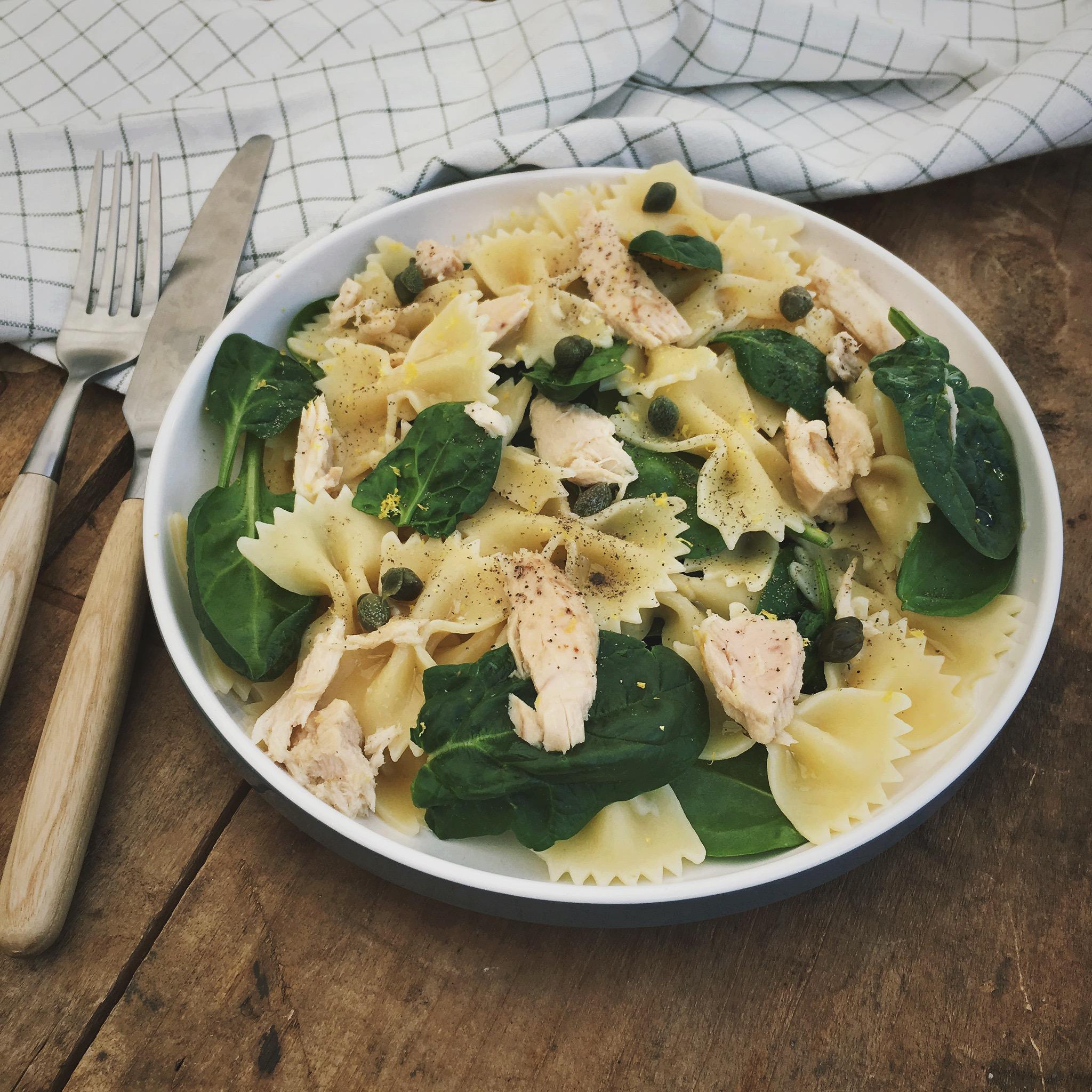 Pasta met tonijn en babyspinazie