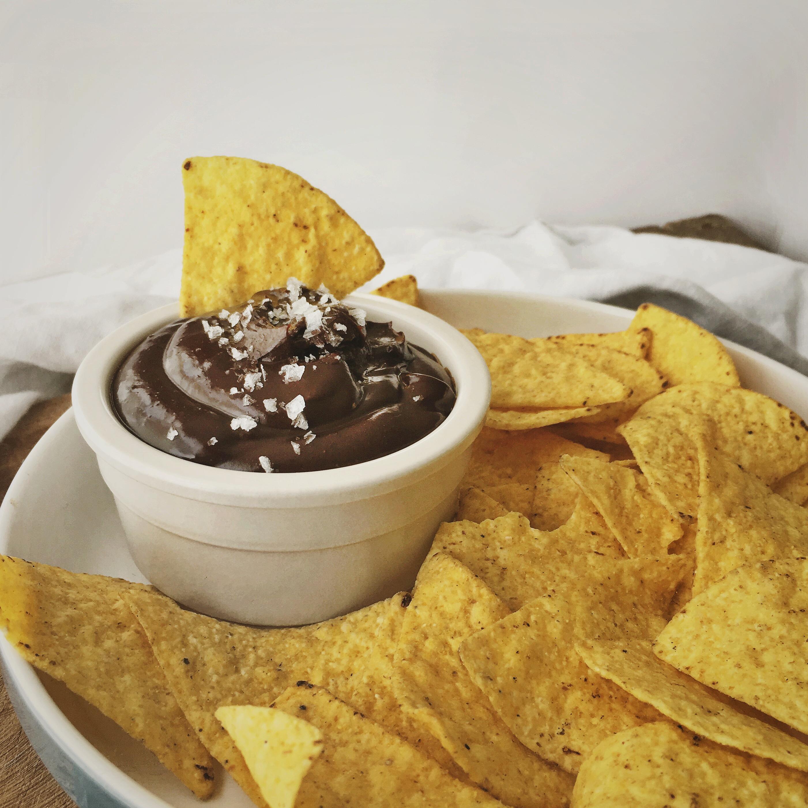 Nachos met een pittige chocolade dipsaus