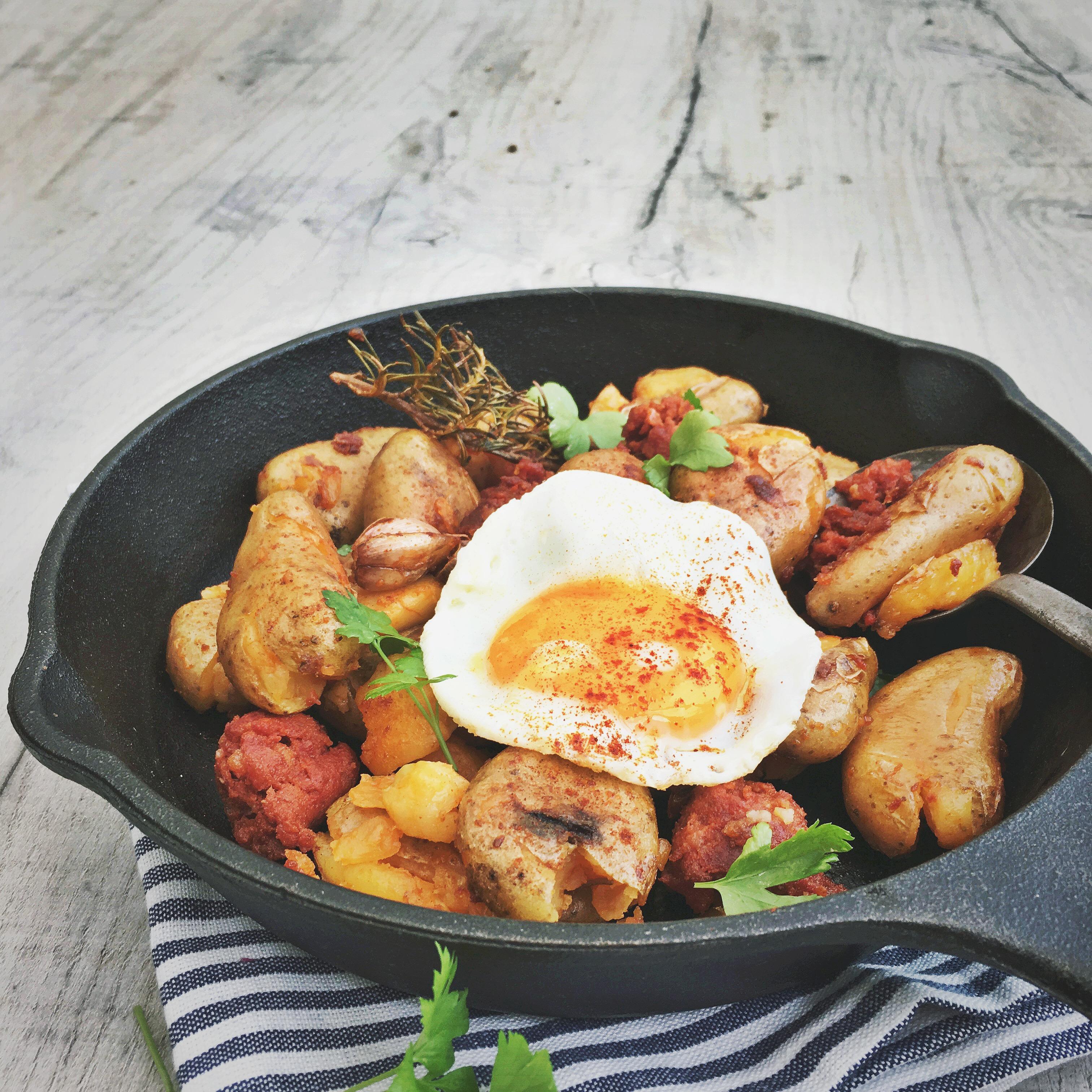Aardappelschotel met chorizo