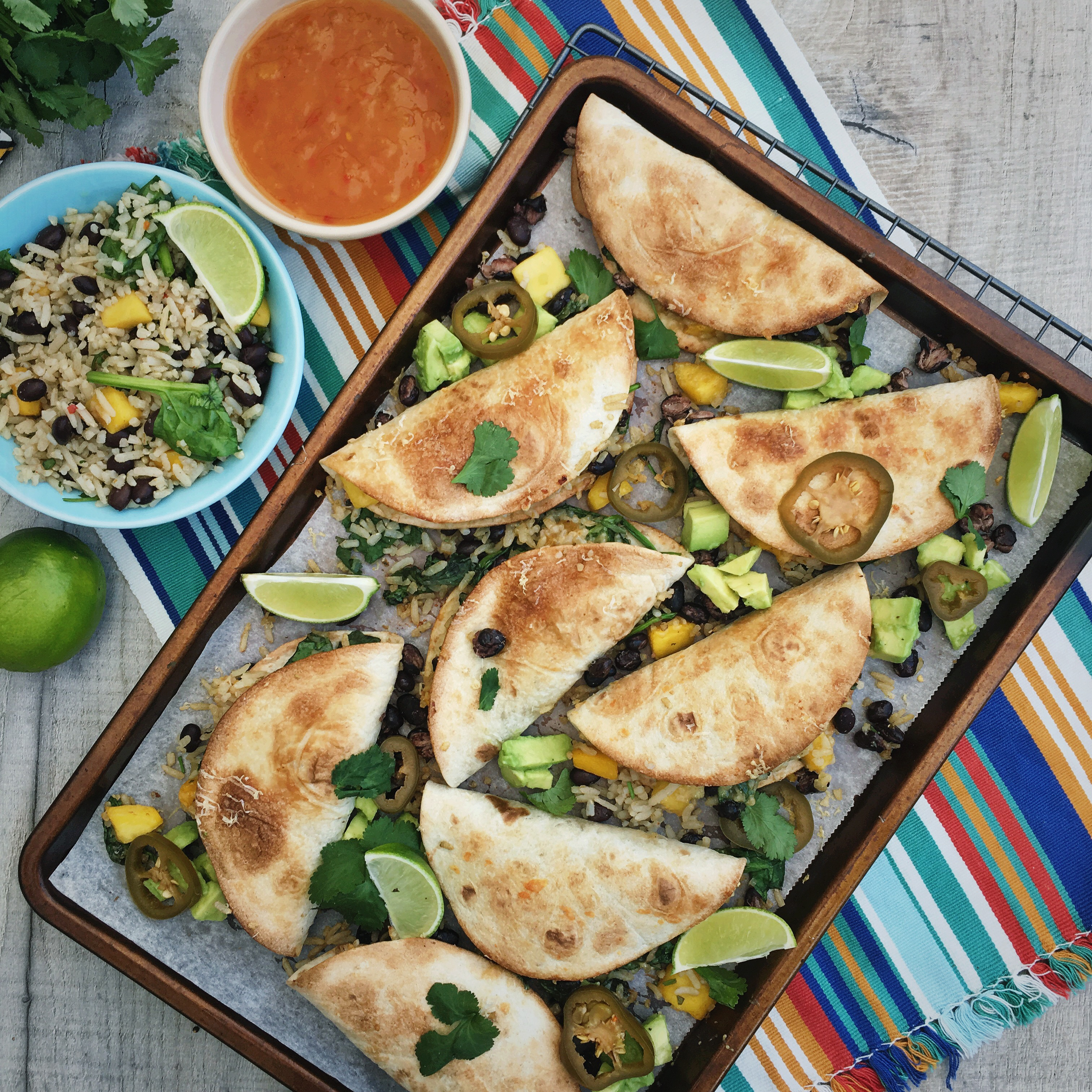 Soft taco's met bonen, rijst en mango