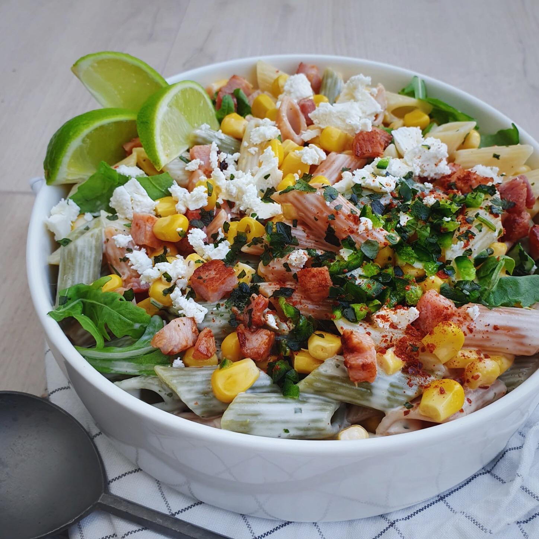 Goedgevulde Mexicaanse pastasalade